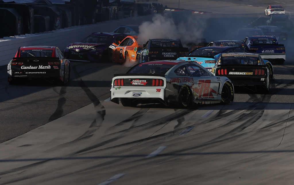 Nascar Cup em Martinsville é de Martin Truex Jr. Prova teve até Big One -  Racemotor